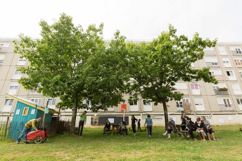 """Radio Charette / balade sonore à travers le quartier ( en partenariat avec les Am'arts dans le cadre de """"Façades Exquises"""" )                               Quartier Bottière, Nantes                   30 mai 2015"""