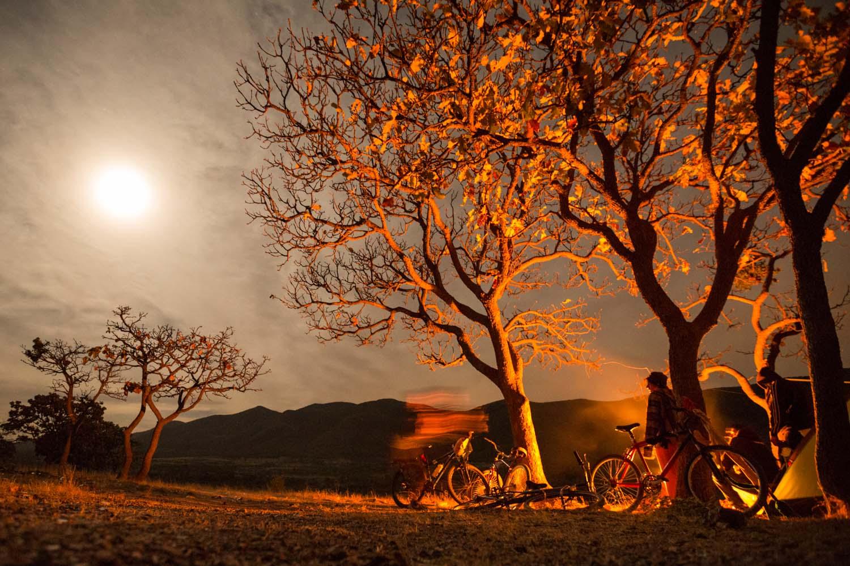 Entre Guanajuato et San Miguel de Allende, la caravane passe la nuit au milieu des montagnes.          Guanajuato, Mexique