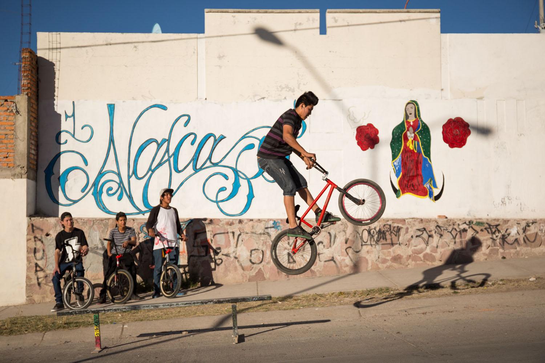 La banda, ca peut être un groupe de jeunes qui aime et pratique quelque chose en particulier, comme ici le BMX.       Aguascalientes, Mexique