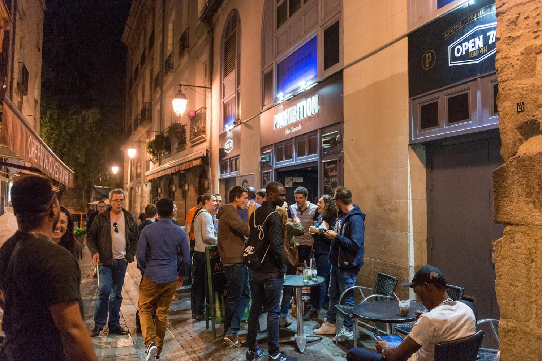 Les événements Meet Up rassemblent principalement des nouveaux nantais qui souhaitent se faire un réseau d'amis ou professionnel. Facebook : Nantes Meet up