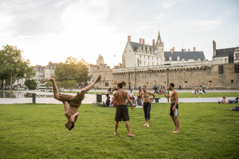 Capoeira devant le miroir d'eau et le Château des Ducs de Bretagne