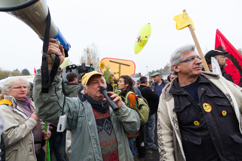 Demonstration in Notre-Dame-des-landes to protest against the construction of an airport in a rural area near Nantes.Notre-Dame-des-Landes, France - 17/11/2012.Manifestation à Notre-Dame-des-Landes pour protester contre le projet d'aéroport dans ce milieu rural au nord de Nantes.Notre-Dame-des-Landes, France - 17/11/2012.