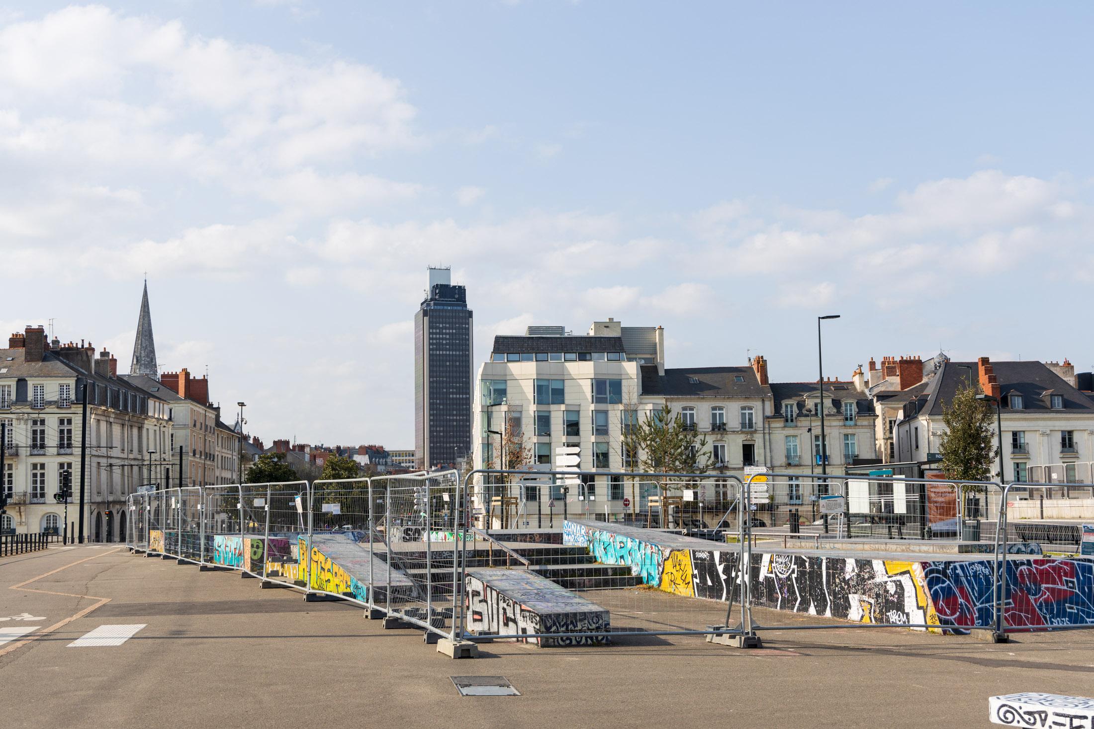 Open-air sport places free for everybody are prohibited. Nantes, France - March 23th 2020.Les espaces de sport en plein air ouverts à tous sont condamnes jusqu'a nouvel ordre. Nantes, France - 23 mars 2020.