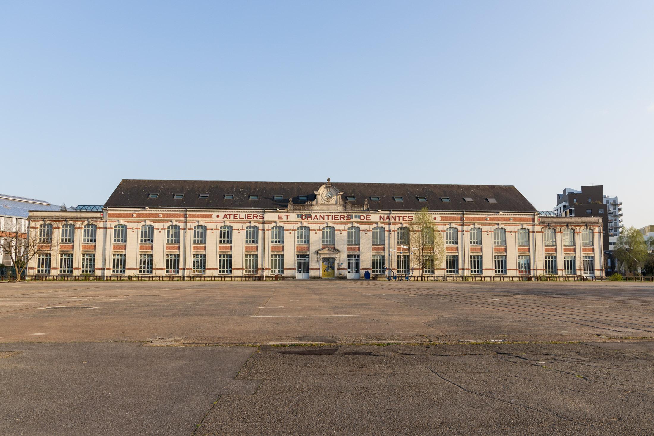 Big place of Traceurs de Coques next to Machines de l'Ile, is empty. Nantes, France - March 23th 2020.L'espanade des Traceurs de Coques, a cote des machines de l'Ile, est vide.  Nantes, France - 23 mars 2020.