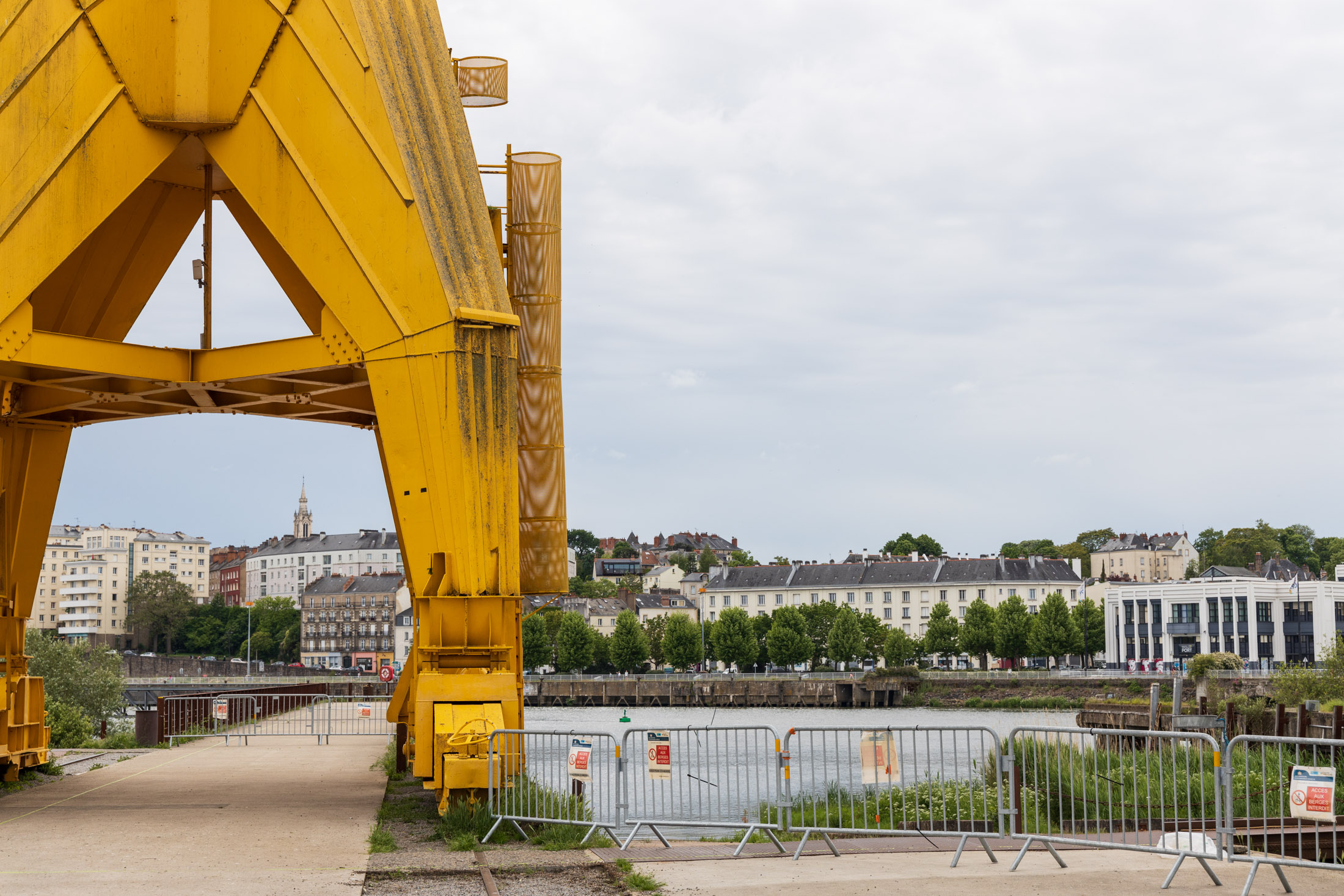 At the foot of the yellow crane, the access to the Loire banks were closed on order of the prefecture. Nantes, France - May 4th 2020.Au pied de la grue jaune, l acces aux berges ont ete fermes sur ordre de la prefecture. Nantes, France - 4 avril 2020.
