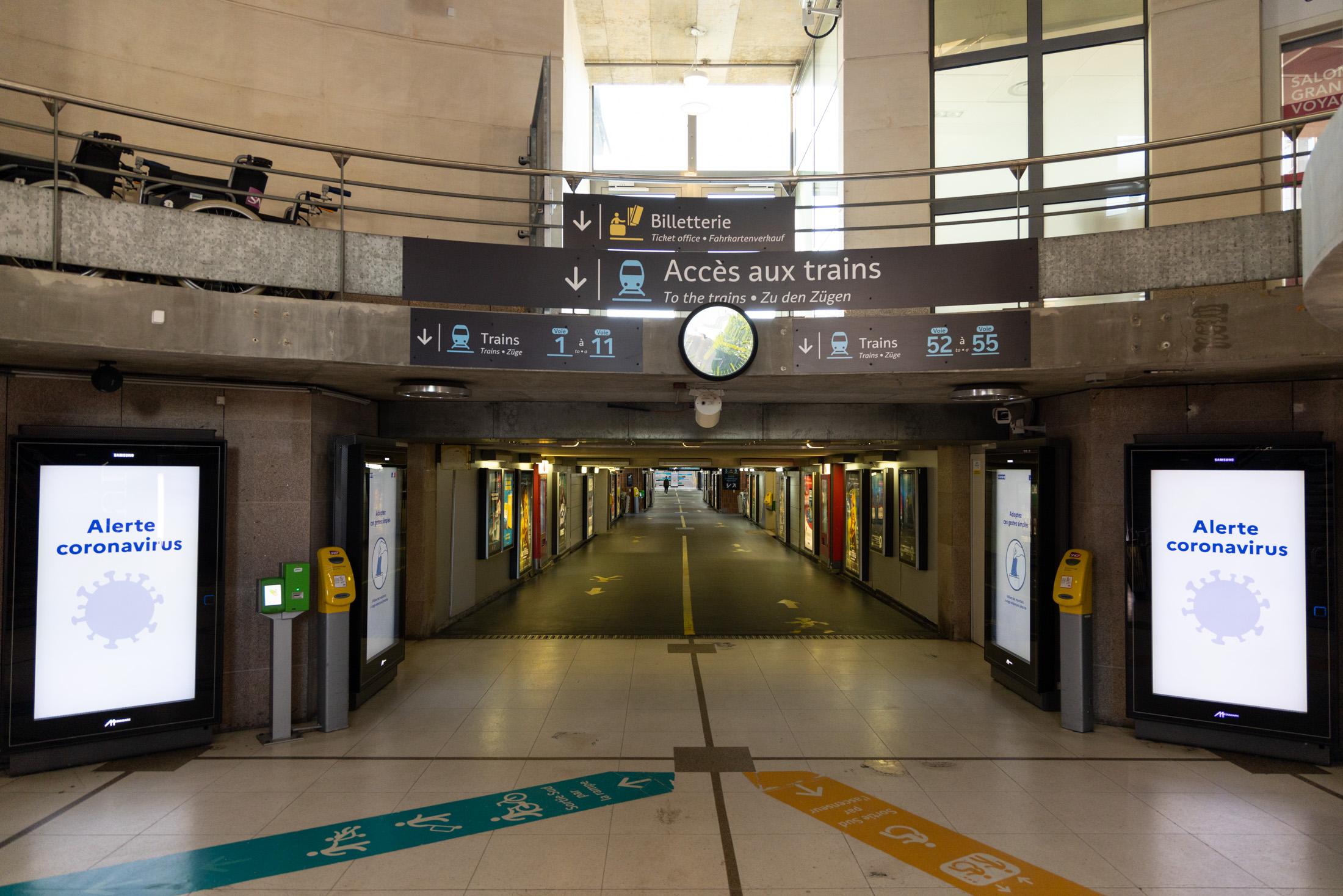 Nantes empty railroad station. Nantes, France - April 24th 2020.La gare de Nantes vide. Nantes, France - 24 avril 2020.
