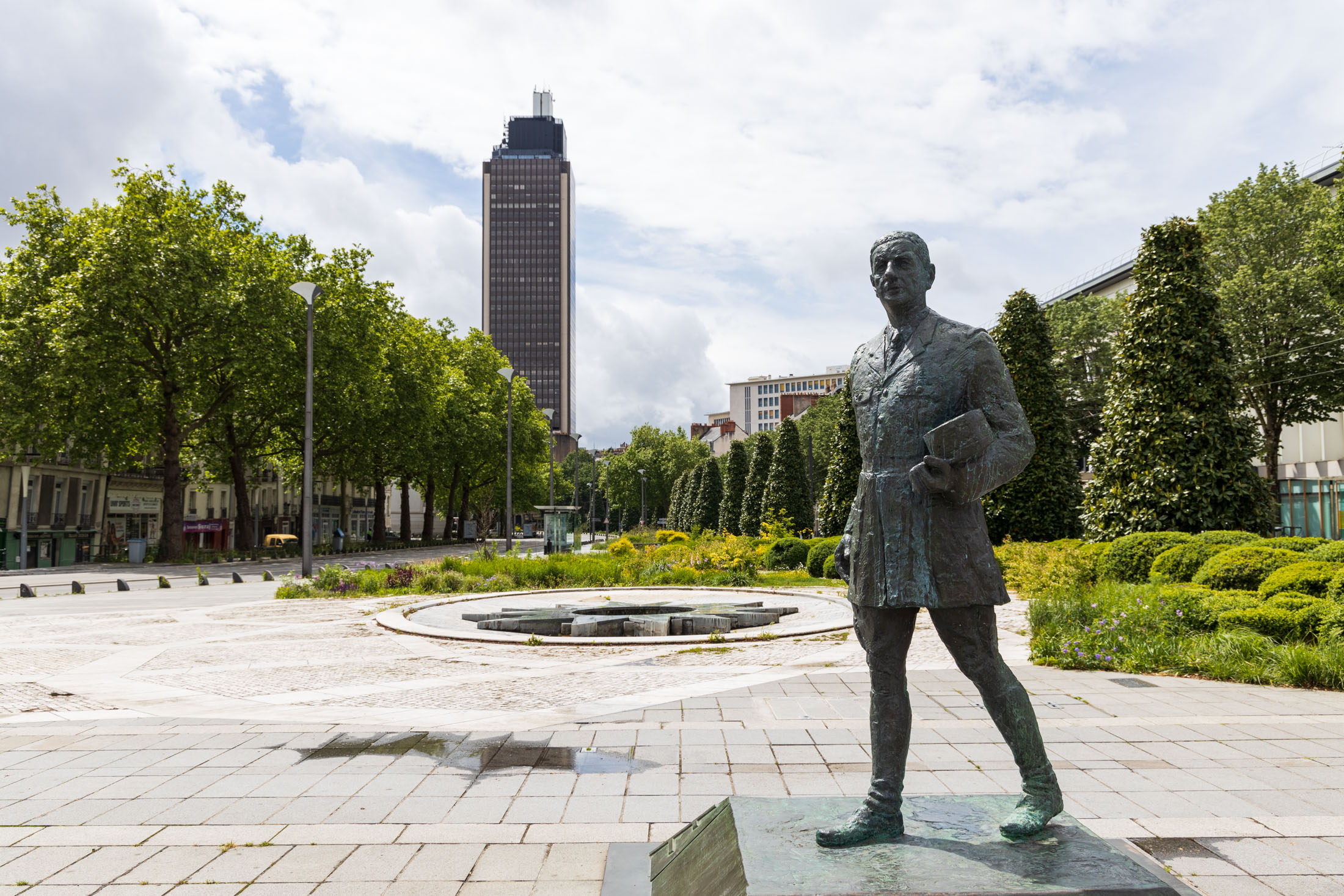 The statue of General de Gaulle on cours des 50 otages in Nantes is one of the few people outside during the confinement. Nantes, France - May 1st 2020.La statue du General de Gaulle cours des 50 otages a Nantes fait partie des rares personnes dehors pendant le confinement.  Nantes, France - 1er Mai 2020.